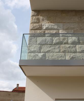 AV - Gradeamento em alumínio e vidro
